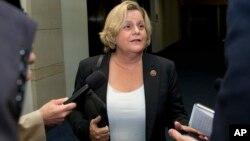 """La congresista republicana por Florida Ileana Ros-Lehtinen dijo que la encuesta es """"engañosa""""."""