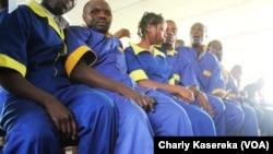 La cour d'appel de Goma, en RDC, a réduit vendredi 4 mars 2016 la peine de prison de six jeunes de la Lucha de deux ans à six mois. (VOA/Charly Kasereka)