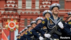 Russian soldiers march during the Victory Day military parade marking 71 years after the defeat of Nazi Germany in World War II, in Red Square in Moscow, Russia, May 9, 2016.