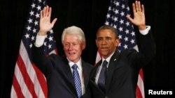 Clinton se comunica frecuentemente con Obama para hablar sobre la estrategia de la campaña.
