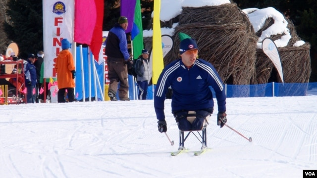 U.S. Paralympic National Team member Andy Soule races during the 2013 Sun Valley Nordic Festival. (VOA/T. Banse)