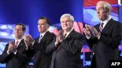 Các ứng cử viên đảng Cộng hòa (từ trái) các ông Rick Santorum, Mitt Romney, Newt Gingrich và Ron Paul tại cuộc tranh luận ở South Carolina hôm 19/1/12