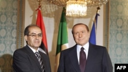 Italijanski premijer Silvio Berluskoni i Mahmud Džibril , potpredsednik libijskog Prelaznog nacionalnog saveta, Milano, Italija, 25. avgust, 2011.