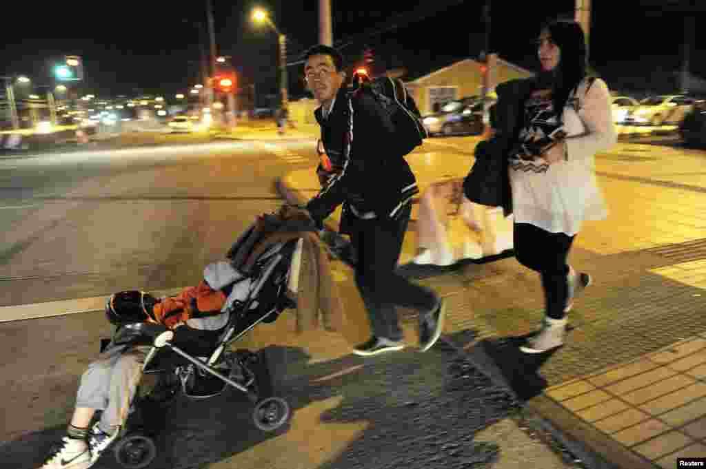 چلی میں شدید زلزلے سے پیدا ہونے والی سونامی کے باعث ساحلی علاقوں سے لوگوں کا انخلا شروع ہو گیا ہے۔