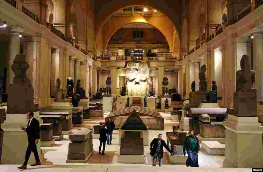 نمایش موقتی دین در موزه مصر در قاهره، پایتخت این کشور.