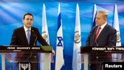 지미 모랄레스 과테말라 대통령(왼쪽)과 베냐민 네타냐후 이스라엘 총리.