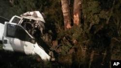 Ðống đổ nát của chiếc xe tải sau khi tông vào một cái cây khi đang chạy trên một xa lộ ở miền nông thôn bang Texas, ngày 22/7/2012