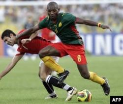 Geremi Njitap face au joueur égyptien Hosny Abd Rabou lors de la CAN 2008 au Ghana, Accra, 10 février 2008