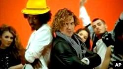 """আজকের বিশ্ব সঙ্গীতঃ কেনান এবং দাভিদ বিসবালের """"ওয়েভিং ফ্ল্যাগ"""""""