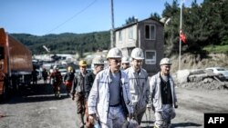 Miners walk outside the mine on May 16, 2014, at Soma in Manisa, three days after a mining accident left at least 282 miners dead.