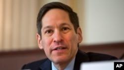 El Dr. Tom Frieden habla sobre el ébola en el Capitolio, en Washington.