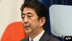 លោកនាយករដ្ឋមន្រ្តីជប៉ុន Shinzo Abe ថ្លែងសុន្ទរកថាពីខួបសង្រ្គាម នៅក្នុងក្រុងតូក្យូ (Tokyo) កាលពីថ្ងៃទី១៤ ខែសីហា ឆ្នាំ២០១៥។
