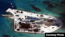 Đảo nhân tạo của Trung Quốc xây dựng trên Đá Gạc Ma (Ảnh của CSIS)