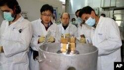 عکسی از بازدید بازرس های آژانس بین المللی انرژی اتمی از سایت های هسته ای ایران.