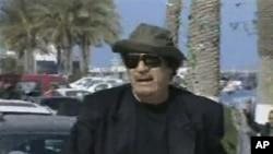 利比亞領導人卡扎菲星期四在電視畫面中出現