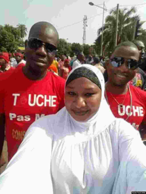 Des participants à la marche citoyenne à Bamako, au Mali, le 18 juin 2017. (VOA/Kassim Traoré)