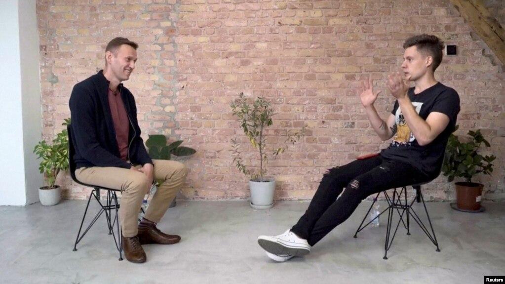 Алексей Навальный во время интервью с известным российским YouTube-блогером Юрием Дудём в Берлине 6 октября 2020