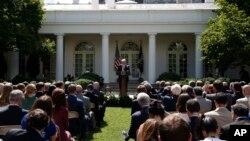 ပဲရစ္သေဘာတူညီခ်က္က ႏႈတ္ထြက္ဖုိ႔ ဆုံးျဖတ္ခ်က္ခ် လိုက္ေၾကာင္း သမၼတ Trump ေၾကညာစဥ္။ (ဇြန္လ ၁-၂၀၁၇)