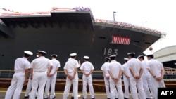 日本出云号战舰2013年8月6日下水仪式。