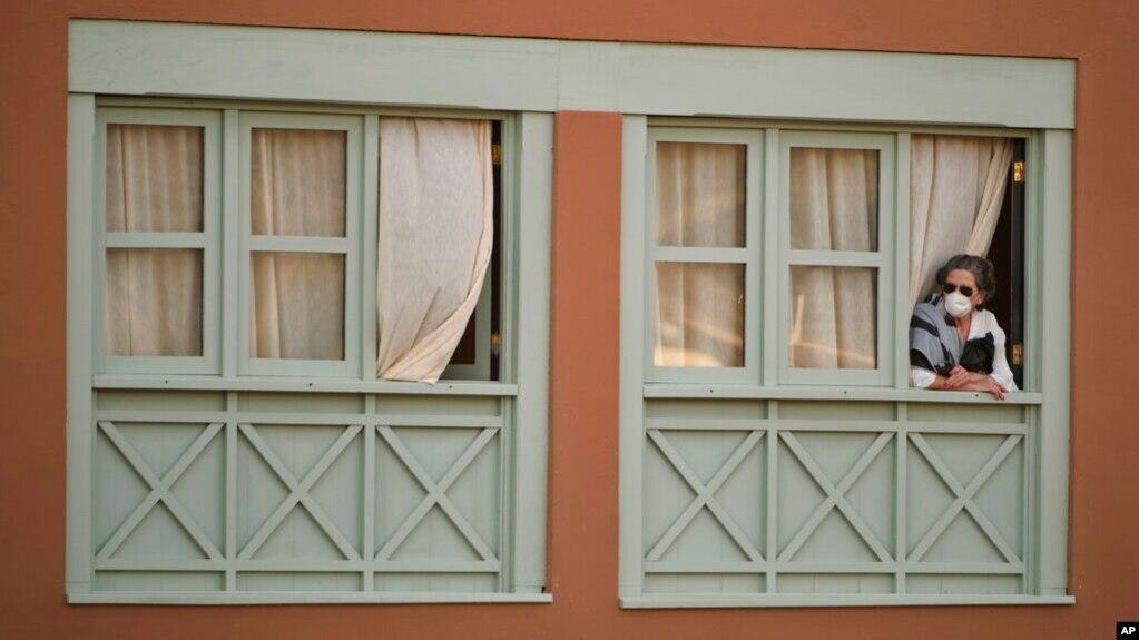 El resto de los aproximadamente 600 huéspedes en el hotel H10 Costa Adeje Palace en la isla de Tenerife tendrán que quedarse en cuarentena 14 días.