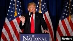 Donald Trump memberikan pidato mengenai kebijakan luar negeri di Washington, 27 April 2016. (Reuters/Jim Bourg)