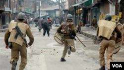 Konflik kembali bergejolak di provinsi Kashmir, yang dikuasai India dan berpenduduk mayoritas Muslim.