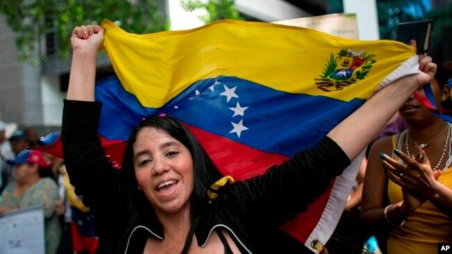 La gran mayoría de los que se marchan son venezolanos de clase media que no cumplen los requisitos para el estatus de refugiado.