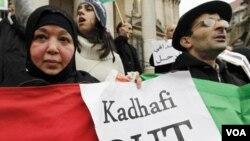Manifestan kontinye ap pwoteste nan Libi kont lidè Kadhafi