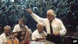 Arthur Fiedler dirigira orkestrom Boston Pops