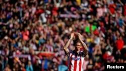 Fernando José Torres Sanz, né le 20 mars 1984 à Fuenlabrada (Province de Madrid, Espagne), évolue au poste d'attaquant à l'Atlético de Madrid.
