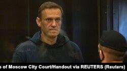 មេដឹកនាំបក្សប្រឆាំងរុស្ស៊ី គឺលោក Alexei Navalny ត្រូវបានចោទពីបទបំពានទៅនឹងលក្ខខណ្ឌក្នុងពេលត្រូវបានដោះលែងឲ្យស្ថិតនៅក្រៅឃុំជាបណ្ដោះអាសន្ន ទីក្រុងមូស្គូ នៃប្រទេសរុស្ស៊ី នៅថ្ងៃទី២ ខែកុម្ភៈ ឆ្នាំ២០២១។