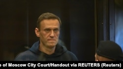 Russian opposition leader Alexei Navalny accused of flouting the terms of a suspended sentence