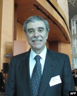 古铁雷斯在香港接受VOA专访