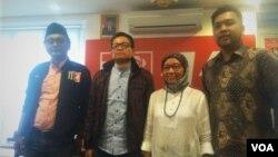 Dari kiri ke kanan: M. Guntur Romli (Aktivis NU, Caleg PSI), Usman Hamid (Direktur Eksekutif Amnesty International Indonesia), Neng Dara Affiah (Aktivis Perempuan NU) dan Albert Aries (Advokat pada Forum Advokat Pengawal Pancasila. (VOA/A. Bhagaskoro)