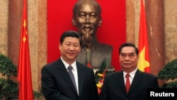2011年12月,時任中國國家副主席的習近平訪問越南時與越南共產黨政治局委員黎鴻英的合影(資料照片)