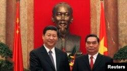 中国国家主席习近平访问越南时与越南共产党政治局委员黎鸿英在河内的合影。
