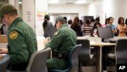 Las autoridades han reiterado que todos los menores que ingresen ilegalmente a EE.UU. ingresan a un proceso de deportación.