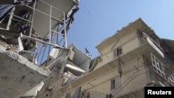 Các tòa nhà ở Aleppo bị hư hại vì đạn pháo của lực lượng của chính phủ