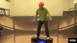 Le Hoverboard d'Arx Pax, surnommé Hendo