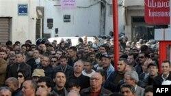 Nhiều người biểu tình chống nạn thất nghiệp và giá lương thực tăng cao ở Tunis, Tunisia, 08/01/2011