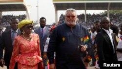 Jerry Rawlings na madamu we baje mu mihango yo kurahira ya Perezida Nana Akufo-Addo muri 2017.