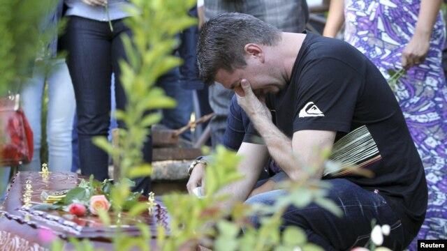 Dolor y tristeza en la comunidad de Santa María por la muerte de 231 jóvenes en una discoteca. Esta semana se realizarán varios sepelios colectivos.