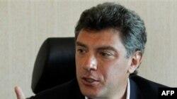 Ông Boris Nemtsov, khuôn mặt đối lập nổi tiếng, đã bị bỏ tù 15 ngày sau một cuộc biểu tình hôm 31 tháng 12