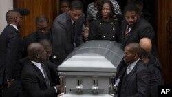 Les funérailles de Akai Gurley, 28 ans, un Noir tué par un policier blanc le 20 novembre 2014 à Brooklyn, New York.