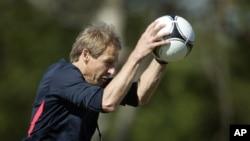 Huấn luyện viên trưởng đội tuyển bóng đá quốc gia nam của Mỹ Jurgen Klinsmann.