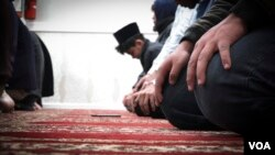 A young Ahmadi worshiper prays inside Masjid Bait Ul Tahir, a mosque in Brooklyn. (R. Taylor/VOA)