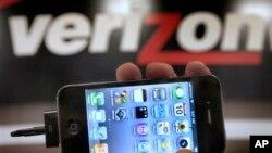 美國電話公司Verizon標誌與蘋果手機 (資料圖片)