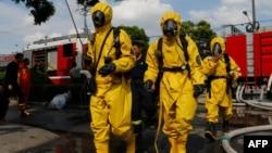 消防人员在液态氨泄漏现场