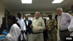U.S. Secretary of State Rex Tillerson visits U.S.-supported Kenya Wildlife Service Genetics and Molecular Forensics Laboratory, March 11. (N. Ching/VOA)