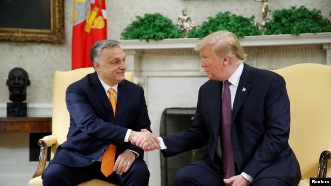 Predsednik Tramp pozdravlja se sa mađarskim premijerom Viktorom Orbanom u Beloj kući, 13. maja 2019.